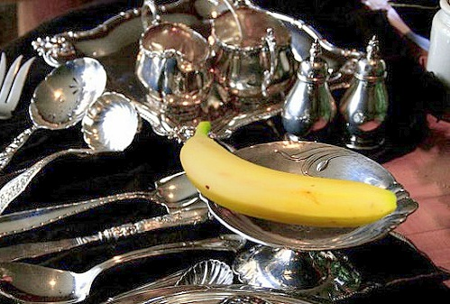 Banana peels shine silverware